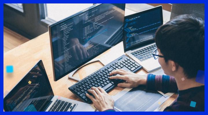 Czym charakteryzuje się praca w Software Housie?